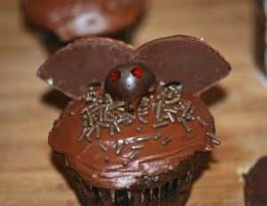 31 Days of Halloween: Bat Cupcakes 7