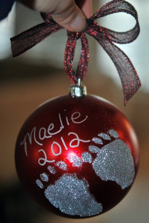 Diy holiday footprint ornaments a perfect holiday gift solutioingenieria Images
