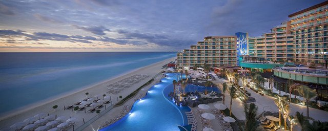 hardrockcancun-pool-beach
