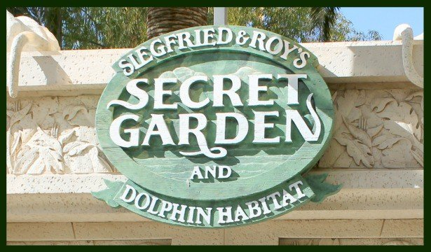Family Friendly Las Vegas: Siegfried & Roy's Secret Garden and Dolphin Habitat 1