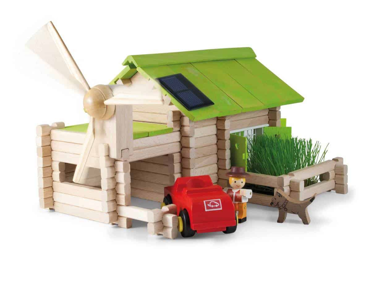 Solar Power Playtime: Wooden Farm Set Review 1
