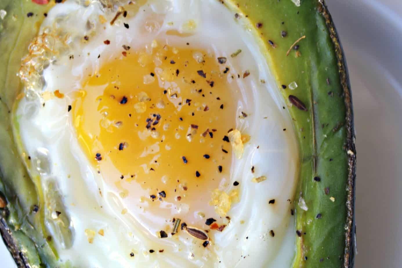 Eggs Baked in Avocado: Perfectly Healthy Breakfast 3