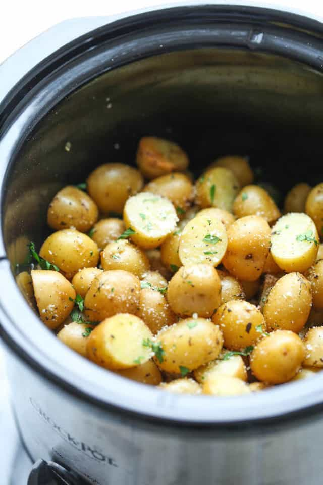 Slow-Cooker-Garlic-Parmesan-Potatoes