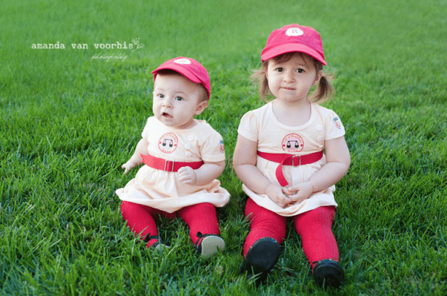 sibling-costume-idea-league-of-their-own