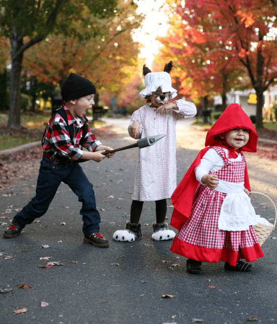 Best sibling costume ideas simply real moms - Caperucita roja disfraz casero ...