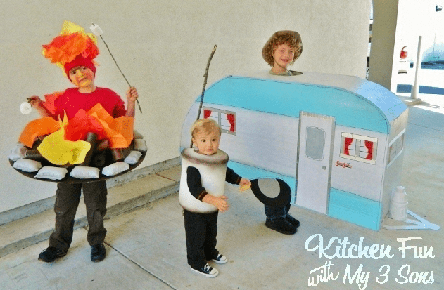 sibling-costumes-campers