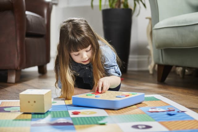 Teach your children basic coding with Cubetto