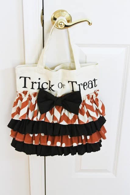 Ruffled-Trick-Or-Treat-Tote-Bag-Sewing-Tutorial